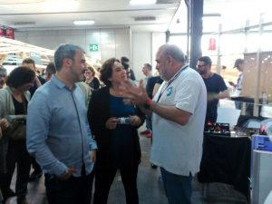 The mayor of Barcelona, Ada Colau, hear the explanations about the project The Open Shoes.